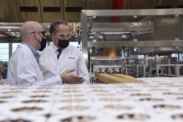 El president executiu de Damm, Demetrio Carceller Arce, a la fàbrica del Prat de Llobregat (Barcelona).