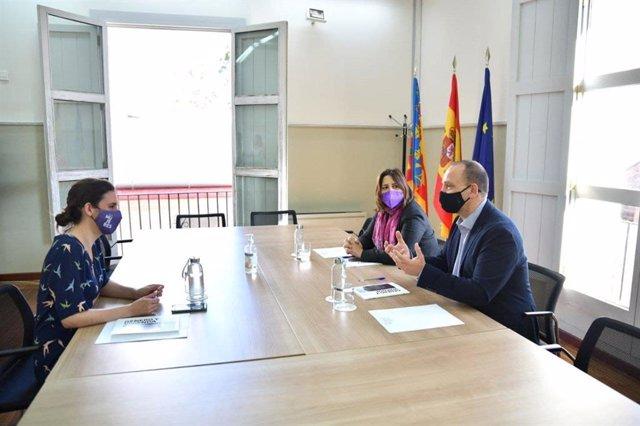 Irene Montero es reuneix amb Rosa Pérez Garijo i Rubén Martínez Dalmau