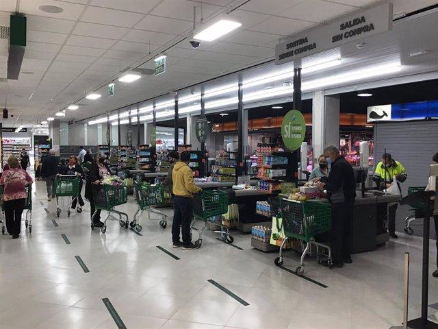 Mercadona inaugura un supermercat a Salt.