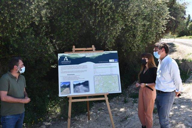 El delegado territorial de Desarrollo Sostenible de la Junta en Cádiz, Daniel Sánchez, durante la visita a El Bosque.