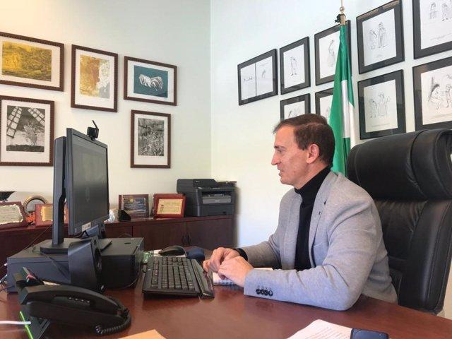 Archivo - El delegado territorial de Educación y Deporte de la Junta en Almería, Antonio Jiménez Rosales