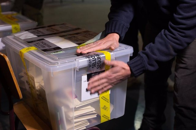 Sellado de urnas de votos en Chile