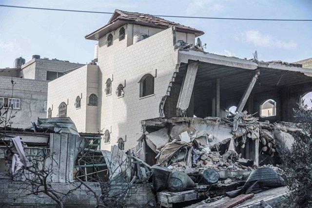 Un edifici residencial destruït pels bombardejos israelians sobre Gaza