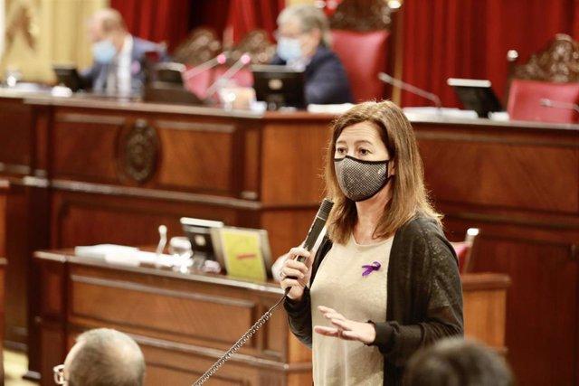 La presidenta del Govern, Francina Armengol, en el pleno del Parlament de este martes.