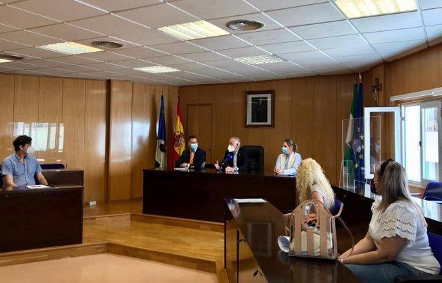 Reunión entre Junta, Ayuntamiento de Roquetas y AMPA por el IES de Las Salinas