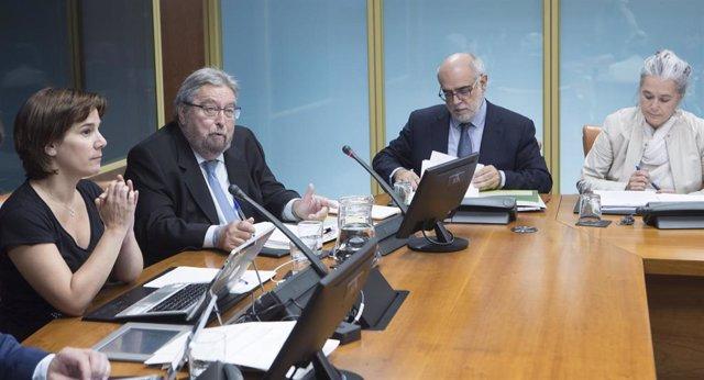 Archivo - El ararteko, manuel lezertua, comparecen en la Comisión de Empleo, Políticas Sociales y Juventud