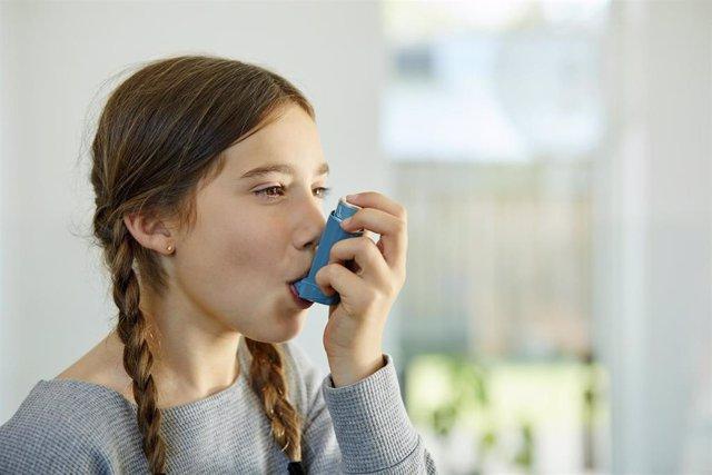 Imagen de archivo menor con asma