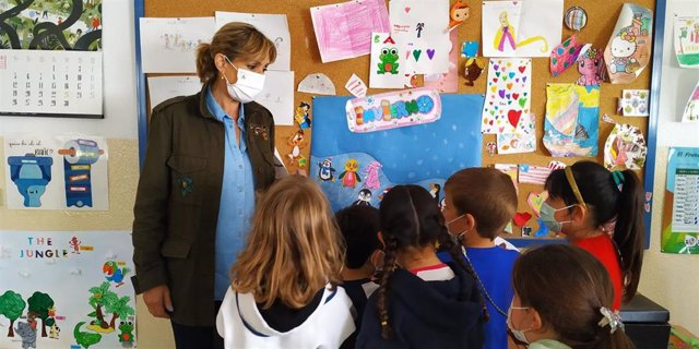La delegada territorial de Educación y Deporte en Córdoba, Inmaculada Troncoso, visita un centro escolar.
