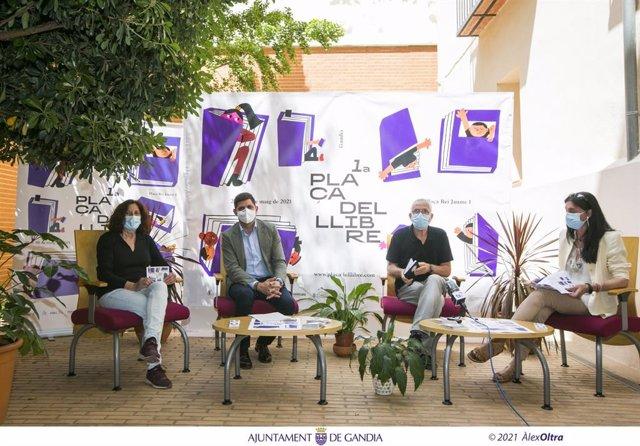 Presentació de la Plaça del Llibre a Gandia (València)