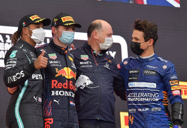 18 April 2021, Italy, Imola: Winning Dutch Formula One driver Max Verstappen of team Red Bull Racing (2nd L), runner-up Brit Lewis Hamilton (L)of Mercedes-AMG Petronas and third-placed Brit Lando Norris from of McLaren F1 Team, celebrate on the podium af