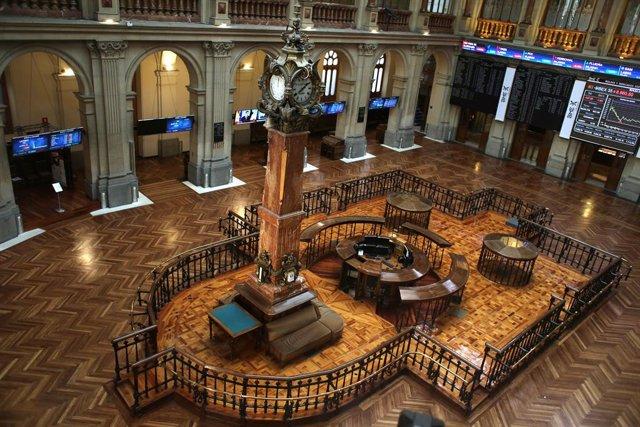 Interior del Palacio de la Bolsa, a 13 de mayo de 2021, en Madrid (España). El Ibex 35 cedía un 1,94% en la media sesión de este jueves, alejándose de los 8.900 puntos, arrastrado por las caídas registradas ayer en Wall Street y esta madrugada en los índi