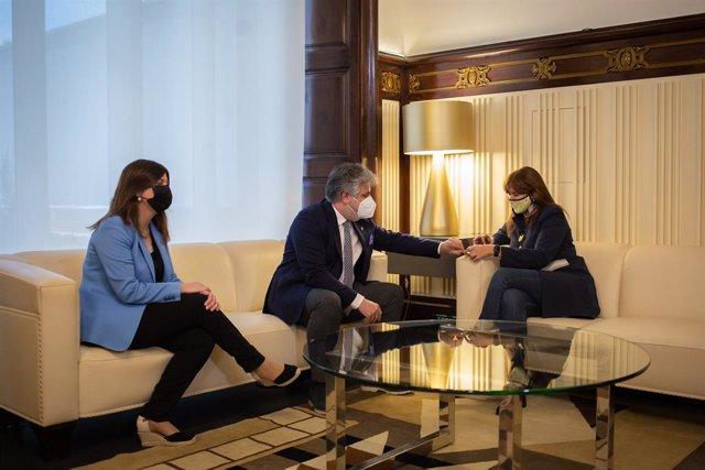 La presidenta del Parlament, Laura Borràs, es reuneix amb el president de Junts en el Parlament, Albert Batet, i la portaveu de Junts, Gemma Geis, en el marc de la ronda de consultes per a la investidura