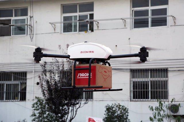 Archivo - Reparto de paquetes con drones de JD.com