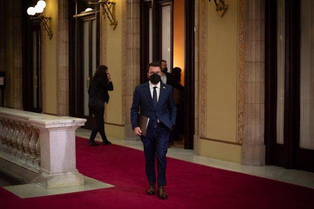 El candidat d'ERC a la presidència de la Generalitat, Pere Aragonès, arriba al Parlament per al ple d'investidura.