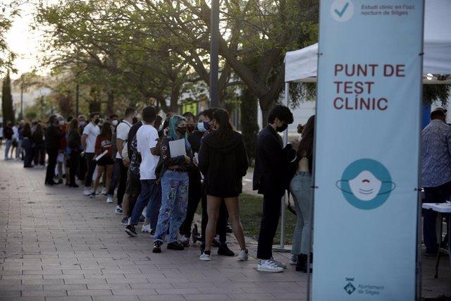 Testen als participants d'un assaig en l'oci nocturn a Sitges (Barcelona) per la pandèmia de coronavirus