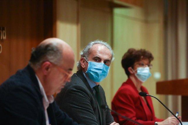 Archivo - (I-D) El viceconsejero de Salud Pública y Plan COVID-19 de la Comunidad de Madrid, Antonio Zapatero; el consejero de Sanidad, Enrique Ruiz Escudero; y la directora general de Salud Pública, Elena Andradas