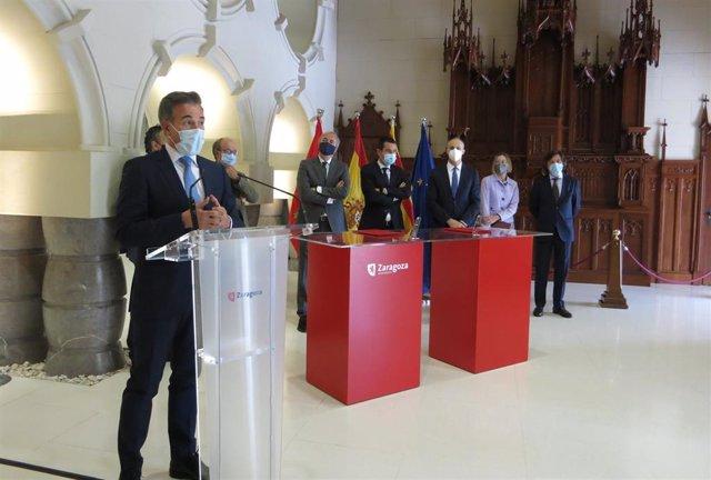 Acto de formalización de las escrituras del solar donde se construirá el nuevo hospital de Quirónsalud en Zaragoza.