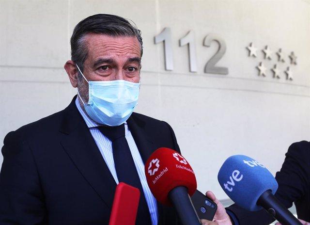 El consejero de Justicia, Interior y Víctimas en funciones de la Comunidad de Madrid, Enrique López, responde a los medios en el edificio de la Agencia de Seguridad y Emergencias Madrid 112 , a 20 de mayo de 2021, en Pozuelo de Alarcón, Madrid, (España).