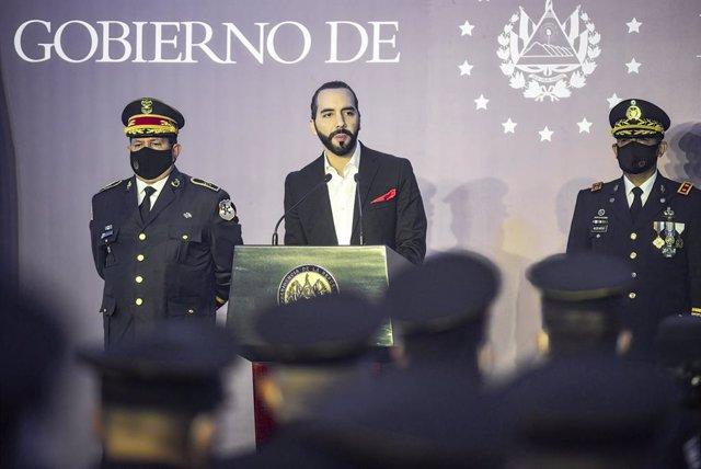 19 May 2021, El Salvador, San Salvador: Nayib Bukele (C), President of El Salvador, addresses police officers at a graduation ceremony. Photo: Camilo Freedman/SOPA Images via ZUMA Wire/dpa
