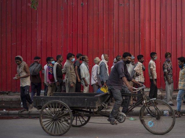 Archivo - Ciudadanos de India durante la pandemia de COVID-19, en mayo de 2021