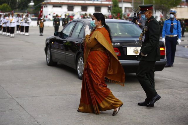 Archivo - 15 May 2020, Nepal, Kathmandu: Nepalese President Bidya Devi Bhandari arrives before presenting governments policies and programmes (Budget Session) at Federal Parliament during a lockdown imposed by government amid of Coronavirus (Covid-19) out