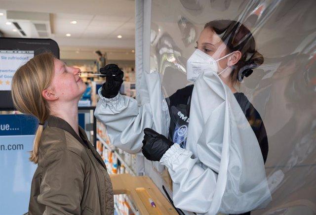 Realización de una prueba de coronavirus en Alemania