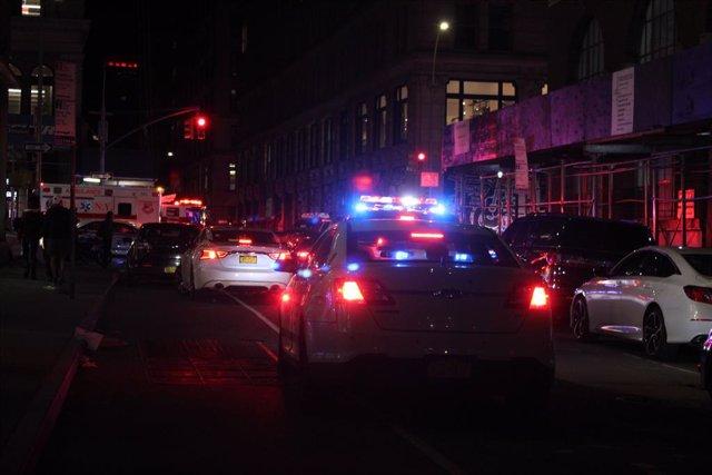 Cohes de la Policía y una ambulancia en Mineápolis, Minesota