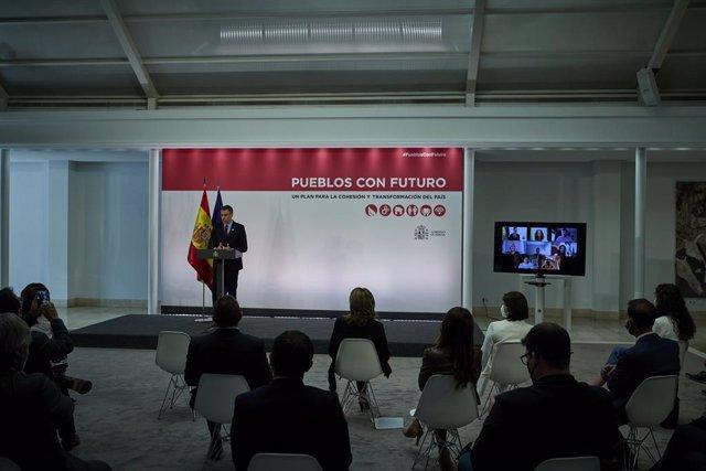 El presidente del Gobierno, Pedro Sánchez, interviene durante la presentación del plan 'Pueblos con Futuro: un plan para la cohesión y transformación del país', en la Sala Barceló del Palacio de la Moncloa, a 22 de mayo de 2021, en Madrid, España. Este pl