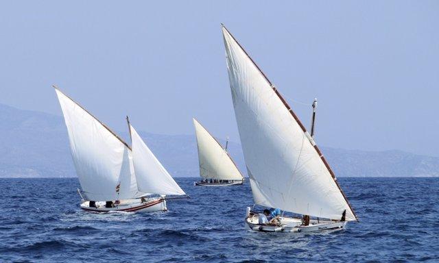 Vaixells amb vela llatina.