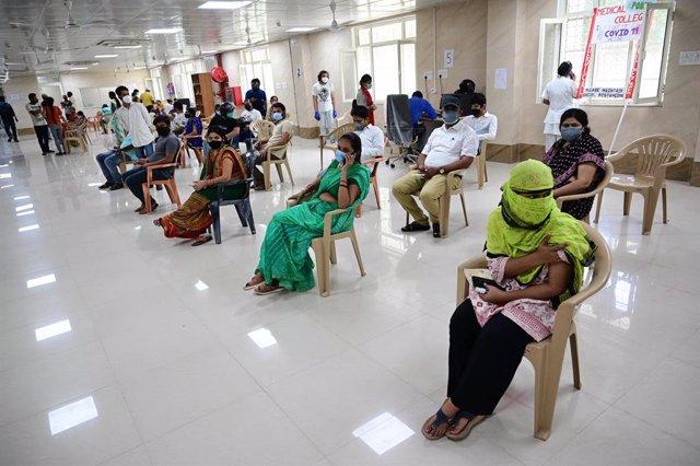 21 May 2021, India, Prayagraj: People wait to receive their dose of a coronavirus vaccine at a vaccination centre. Photo: Prabhat Kumar Verma/ZUMA Wire/dpa