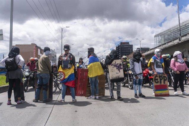 Manifestantes durante la huelga general indefinida contra el presidente colombiano, Iván Duque