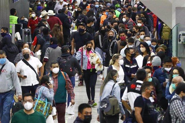 Archivo - Recurso - Ciudadanos de México durante la pandemia de coronavirus