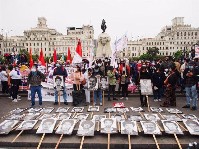 Cientos de personas se manifiestan contra Keiko Fujimori