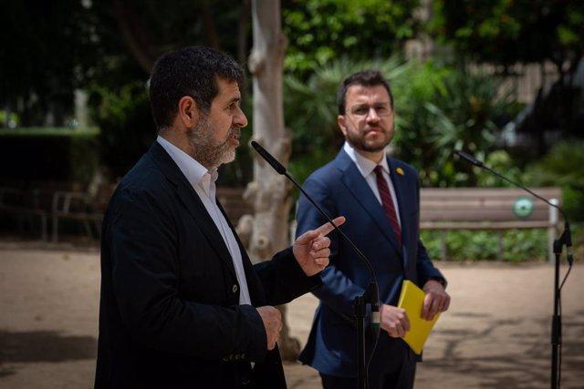 El secretari general de Junts, Jordi Sànchez, al costat del nou president de la Generalitat, Pere Aragonès