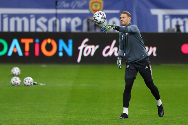 Archivo - 27 March 2021, Romania, Bucharest: Germany goalkeeper Manuel Neuer practices during a training session for the German national soccer team ahead of Sunday's 2022 FIFA World Cup European Qualifiers Group J soccer match against Romania. Photo: Ste