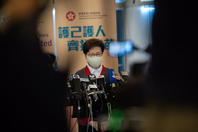Archivo - 22 February 2021, China, Hong Kong: Hong Kong Chief Executive Carrie Lam speaks during a press conference after receiving a dose of a COVID-19 vaccine at the Community Vaccination Centre at the Hong Kong Central Library. Photo: Geovien So/SOPA I
