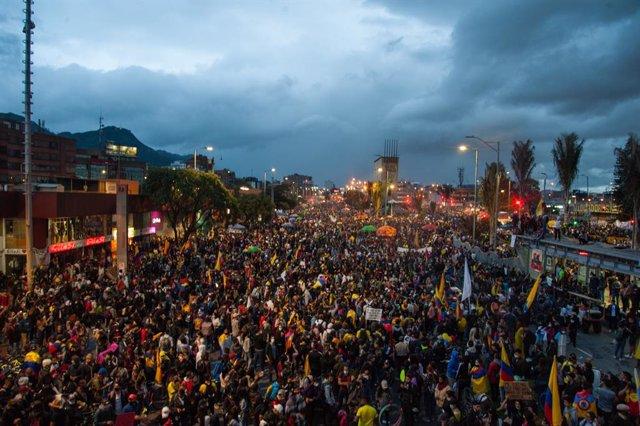 Manifestaciones de este sábado en el Monumento Los Hérores en Bogotá
