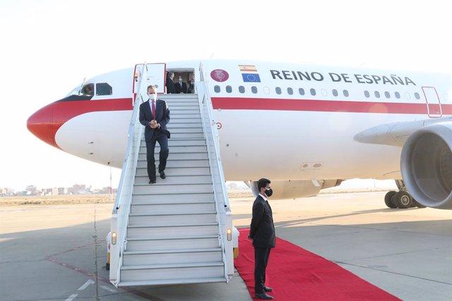 Archivo - El Rey Felipe VI, llega al aeropuerto internacional El Alto para asistir a la toma de posesión del nuevo presidente Boliviano, Luis Arce, en La Paz (Bolivia), a 8 de noviembre de 2020.