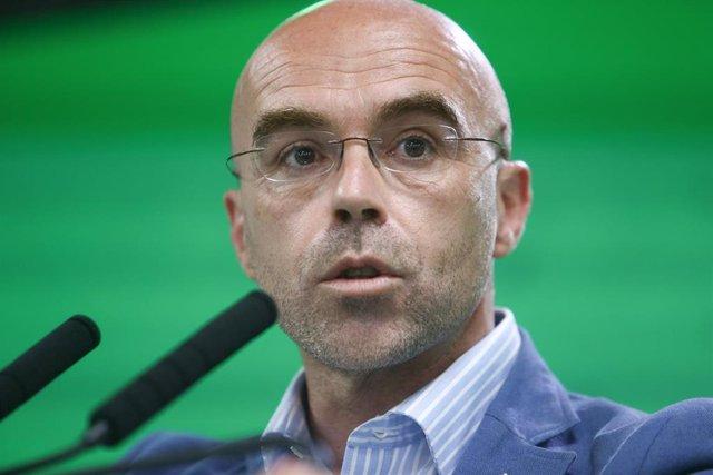 El vicepresidente primero de Acción Política y eurodiputado de Vox, Jorge Buxadé, ofrece una rueda de prensa.