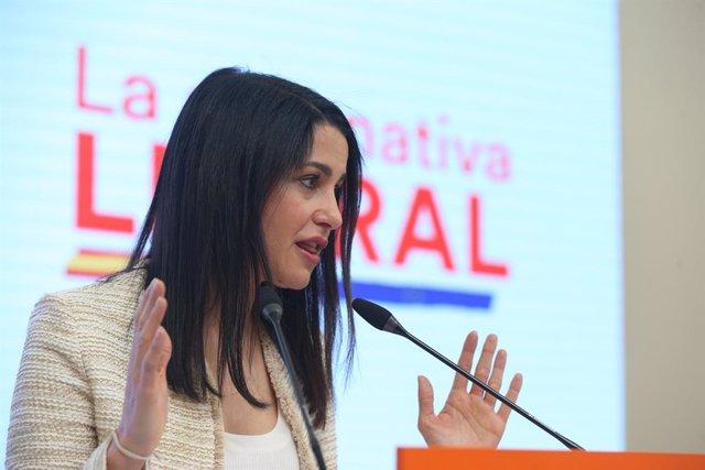 La presidenta de Ciudadanos,  Inés Arrimadas, en una roda de premsa a la seu del partit a Madrid.