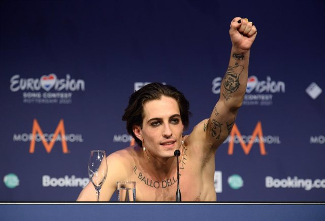 Singer Damiano of the band Maneskin from Italy rejoices during a press conference after winning the Eurovision Song Contest 2021 in the Netherlands.