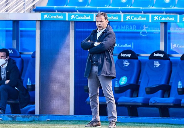 Archivo - Javier Calleja, head coach of Deportivo Alaves, during the Spanish league, La Liga Santander, football match played between Deportivo Alaves and SD Huesca at Mendizorroza stadium on April 18, 2021 in Vitoria, Spain.