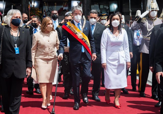 24 May 2021, Ecuador, Quito: Newly elected president of Ecuador Guillermo Lasso (C) leaves the National Assembly with his wife Lourdes Alcivar wearing the presidential scarf after his inauguration. Photo: Juan Diego Montegro/