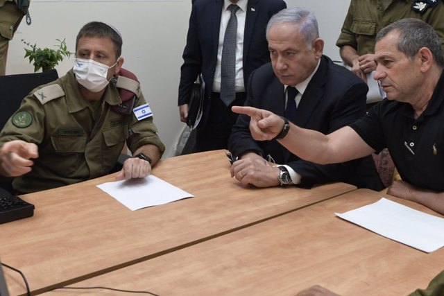 HANDOUT - 20 May 2021, Israel, Tel Aviv: Israeli Prime Minister Benjamin Netanyahu (C) holds a meeting with Nadav Argaman (R), head of the Israeli General Security Service (GSS) commonly known as Shin Bet, at the HaKirya complex. Photo: Koby Gideon/GPO/dp