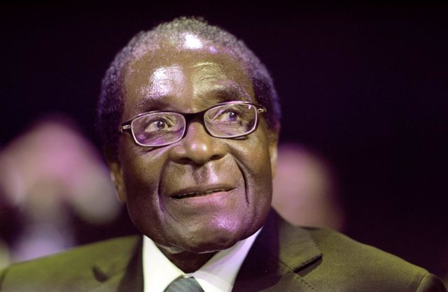 Archivo - El expresidente de Zimbabue Robert Mugabe