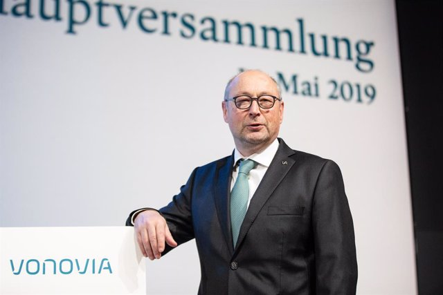 Archivo - 16 May 2019, North Rhine-Westphalia, Bochum: Rolf Buch, CEO of real estate company Vonovia SE, attends the Vonovia annual general meeting at the Ruhrcongress conference center. Photo: Marcel Kusch/dpa