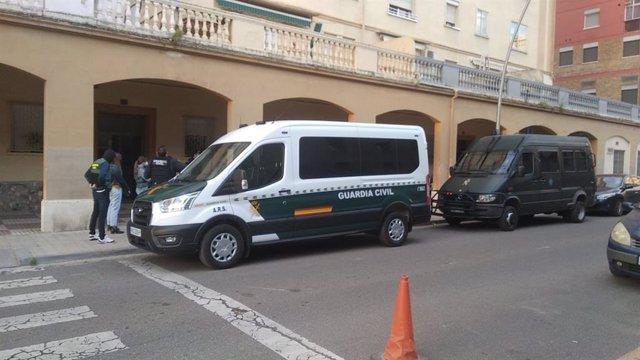 Un dels escorcolls en l'operatiu contra el tràfic de droga al carrer Bonaire de Lleida.