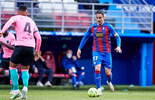 Kike García jugando con el Eibar