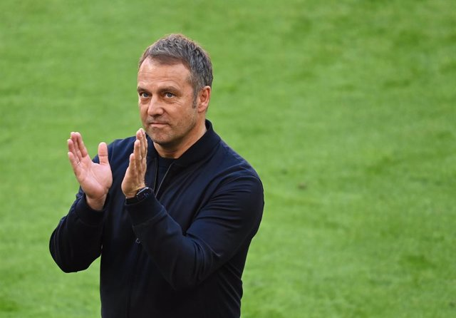 22 May 2021, Bavaria, Munich: Munich coach Hansi Flick thanks the crowd during his pre-match farewell before the  start of the German Bundesliga soccer match between FC Bayern Munich and FC Augsburg at Allianz Arena. Photo: Sven Hoppe/dpa-Pool/dpa - IMPOR