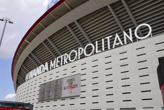 Archivo - Exterior del Wanda Metropolitano donde se ha habilitado un dispositivo de vacunación, a 16 de abril de 2021, en Madrid (España). Esto se produce al mismo tiempo de la advertencia realiza por el viceconsejero de Salud Pública y Plan Covid-19 de l
